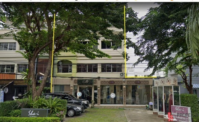 อาคารพาณิชย์  ติดถนนเลียบทางด่วน เอกมัย-รามอินทรา